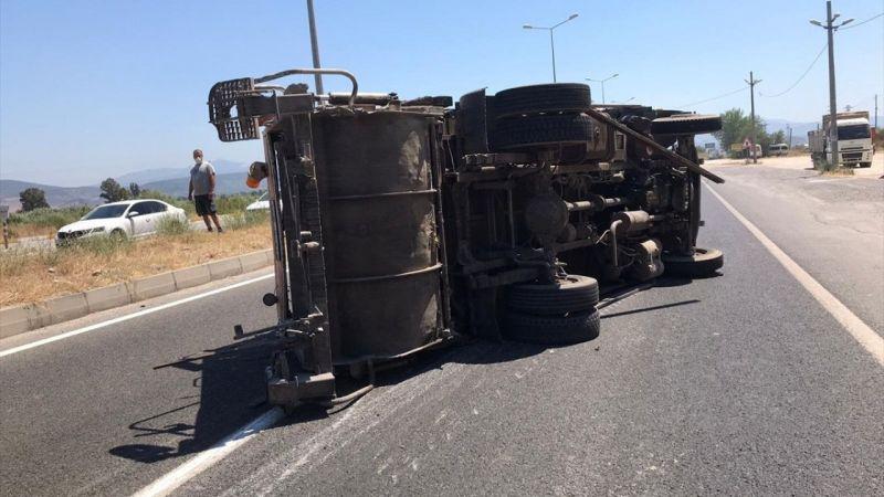 Muğla'da çöp kamyonu devrildi: 2 yaralı