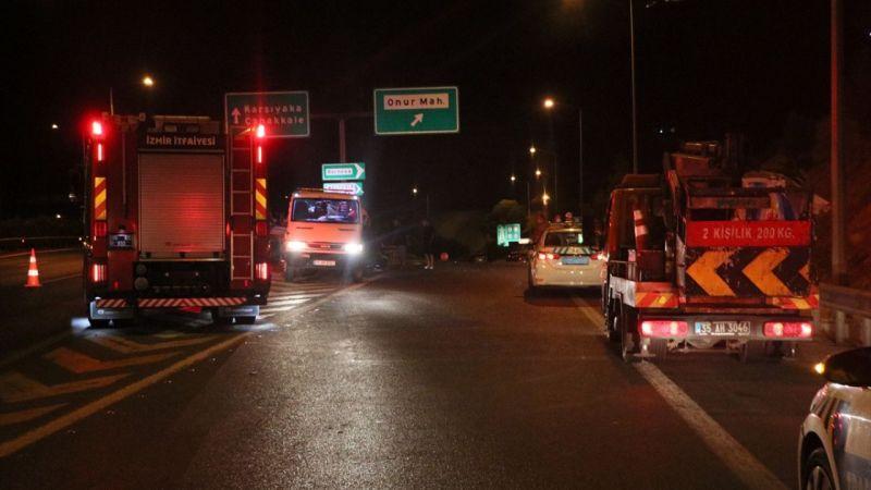 İzmir'de bariyerlere çarpan otomobilin sürücü hayatını kaybetti