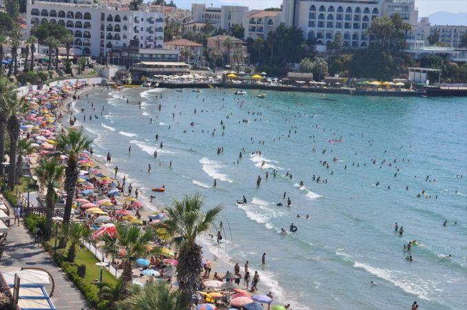 Kuşadası ve Didim sahillerinde bayram yoğunluğu