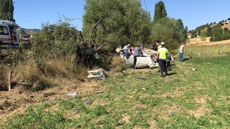 Uşak'ta otomobilin devrilmesi sonucu 1 kişi öldü, 1 kişi yaralandı