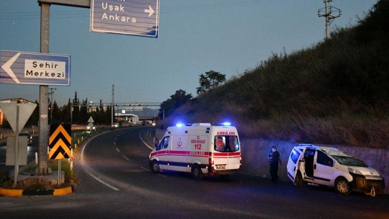 Manisa'da otomobil devrildi: 5 yaralı