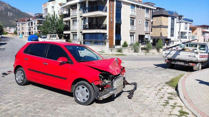 Denizli'de kamyonetle otomobil çarpıştı: 2 yaralı