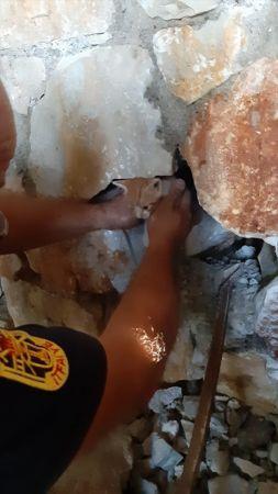 Muğla'da taş duvar arasında sıkışan kedi yavrusu kurtarıldı
