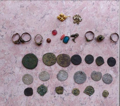 İzmir ve Manisa'da düzenlenen operasyonda 70 bin parça tarihi eser ele geçirildi