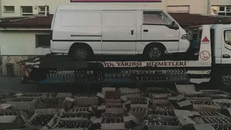 Çekiciyle taşınan minibüste 1483 şişe sahte içki ele geçirildi