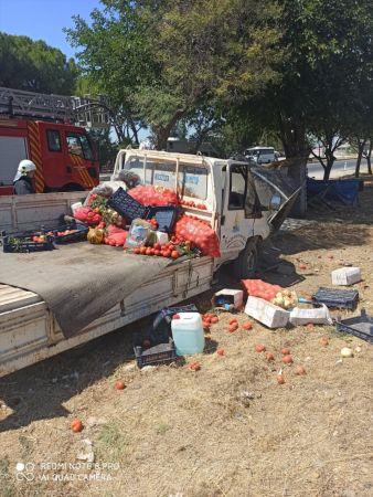 Aydın'da yolcu durağına çarpan kamyonet sürücüsü yaralandı