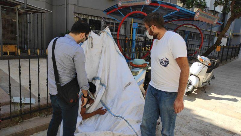 Denizli'de topladığı kağıtların bulunduğu çuvalının içinde uyuyan çocuk yurda yerleştirildi