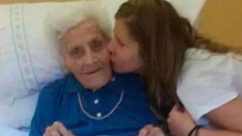 101 yaşındaki kadın 9 ay içinde 3 kez korona oldu..