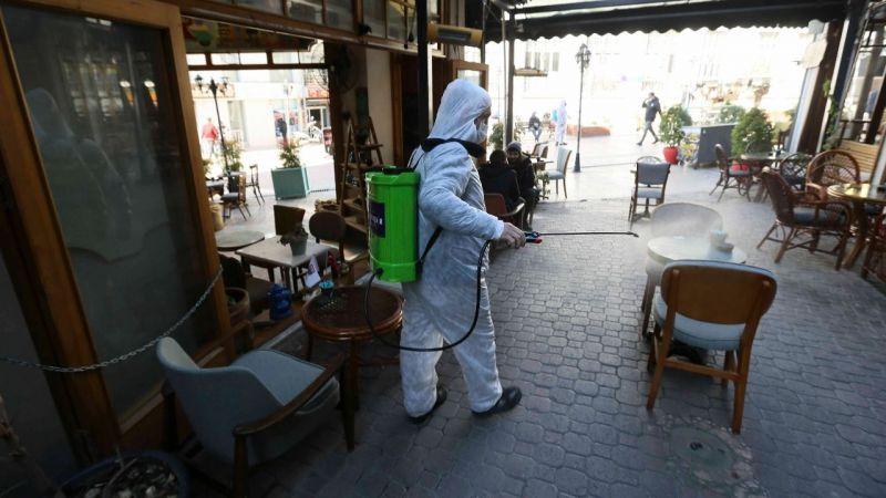 Büyükşehir Belediyesi yeniden açılan işletmeleri dezenfekte etti
