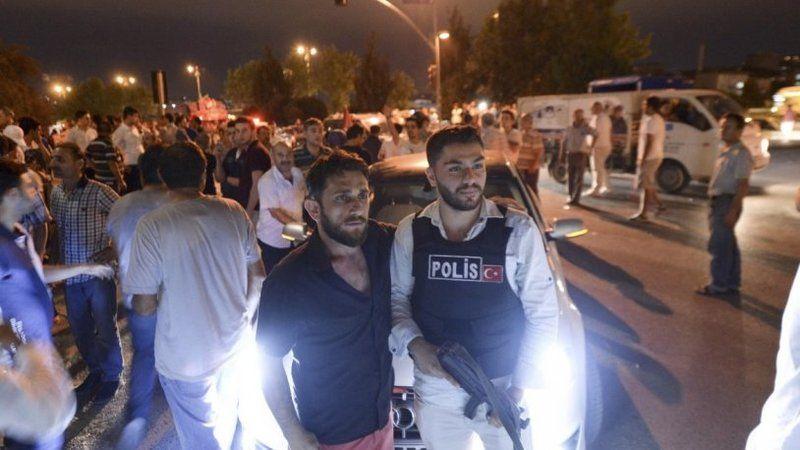 İsmail Saymaz paylaştı: Hürriyet saldırganları ile polis aynı karede