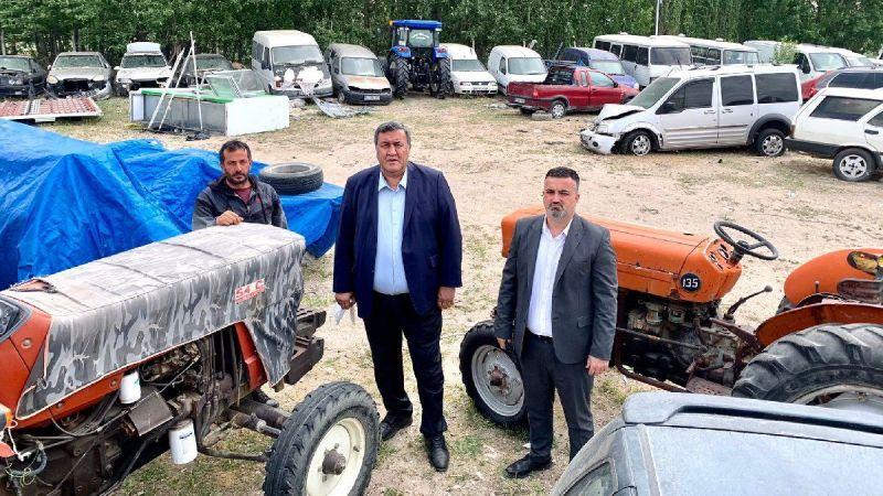 Tarla sürmesi gereken traktörler yediemin depolarında çürüyor
