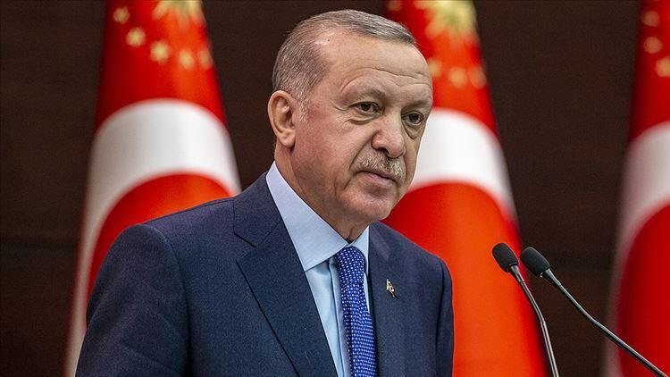 Erdoğan canlı yayında fena yakalandı: Sorudan sonra gözlerini çevirip...