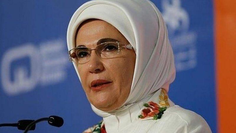 Emine Erdoğan'dan tepki çekecek açıklama: Sadakayı övdü