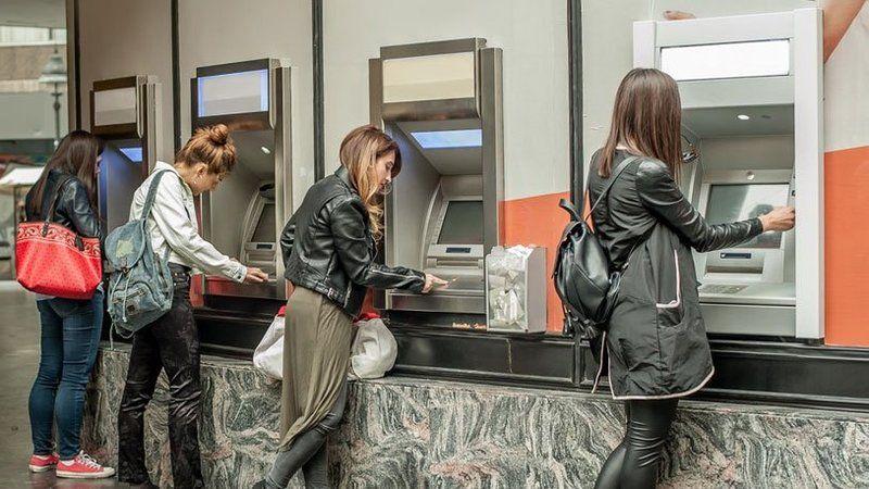 Sizin de başınıza gelebilir: ATM'den 30 lira çekti, 7 bin lirası gitti!