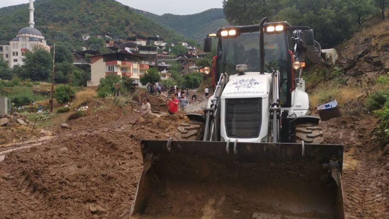 Büyükşehir Belediyesi'nden sağanak yağış sonrasında yaşanan taşkına anında müdahale