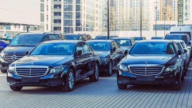 Tasarrufa gideceğini açıklayan Hazine ve Maliye Bakanlığı, 2.8 milyon TL'ye lüks araç kiraladı