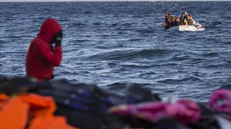 Tekne alabora oldu en az 300 ölü
