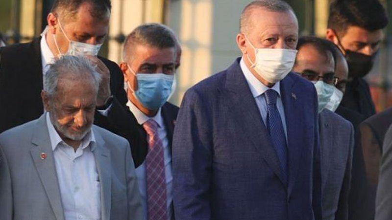 Erdoğan'a açık destek veren Oğuzhan Asiltürk'le ilgili herkesin gözünden kaçan detay