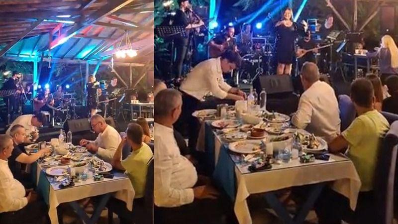 Belediye personelinin ikramiyelerini ödeyemeyen AKP'li Nedim Kaplan rakı masasında görüntülendi
