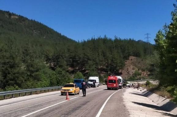 Düğün yolunda kaza: Aynı aileden 5 kişi öldü