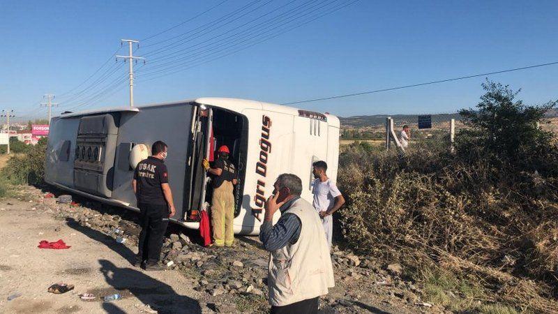 Yolcu otobüsü devrildi: 33 yaralı