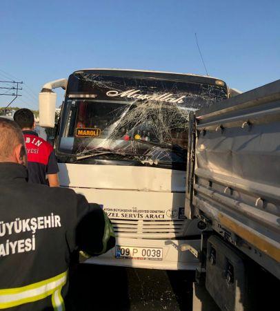 Aydın'da otobüs, tıra çarptı: 11 yaralı