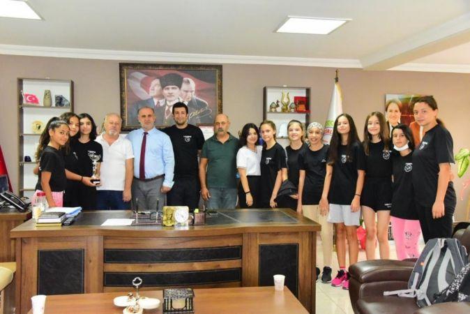 Başkan Kaya, şampiyon olan İncirliova Kız Basketbol Takımı'nı ağırladı