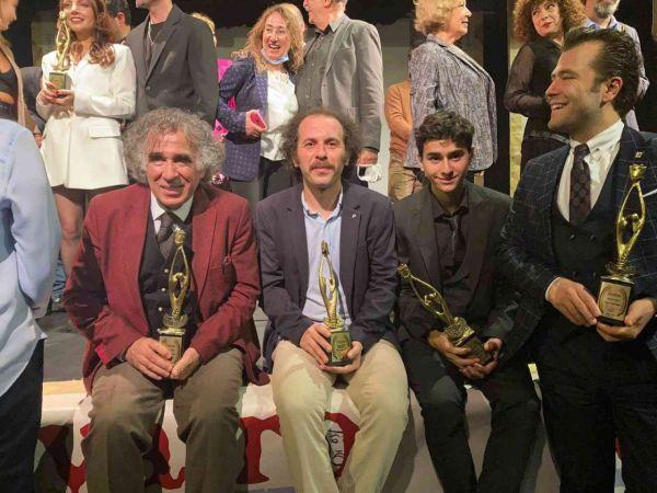 Kuşadası Belediyesi'nin Engelsiz Tiyatro Projesine 'Sosyal Sorumluluk' ödülü verildi