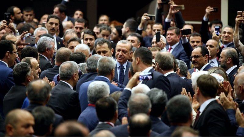 'Erdoğan'ın yerine geçebilecek isim' açıklamasına AKP'den 'tweetli' yanıt!