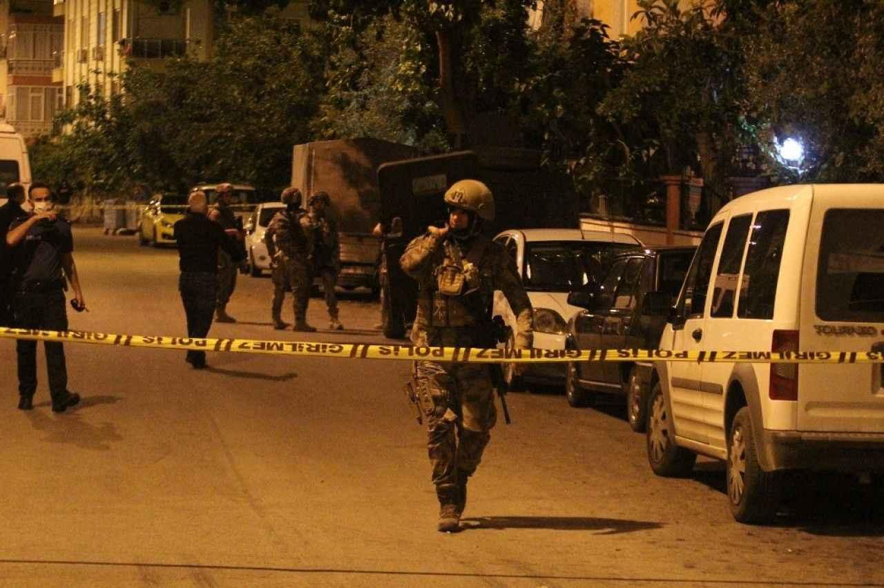 Elinde pompalı tüfekle ailesine ve polise ecel terleri döktürdü ...