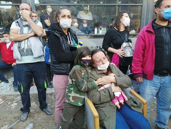 İzmir'de en acı bekleyiş: Kızlarını oyuncaklarına sarılarak bekliyor -  Lider Gazetesi