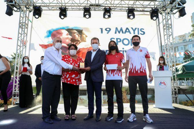 Büyükşehir Belediyesinden 49 başarılı sporcu ve 35 antrenöre 419 bin lira ödül