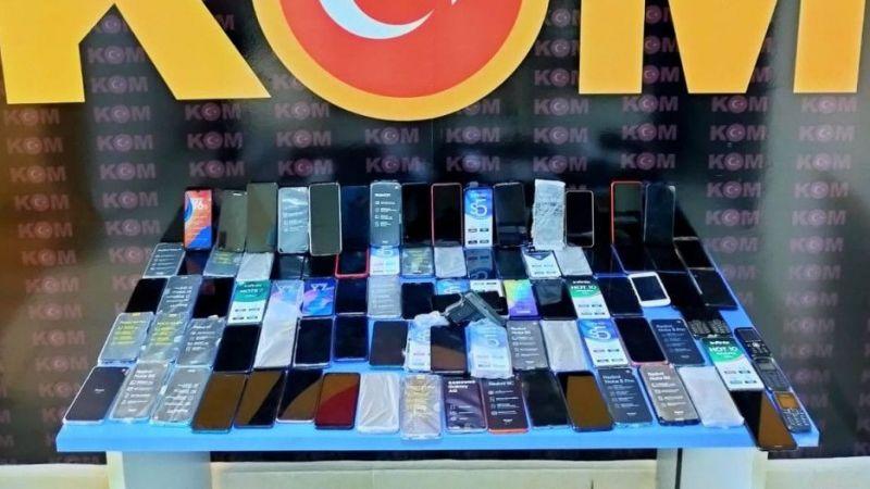 Ceyhan'da 122 adet kaçak cep telefonu ele geçirildi