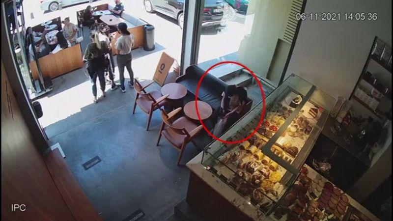 (ÖZEL) Hırsız kız kafedeki müşterinin cep telefonunu böyle çaldı