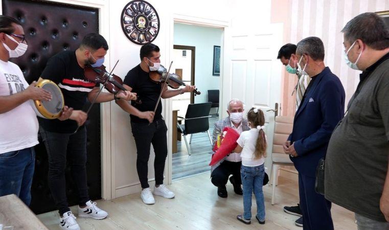 Roman müzisyenler Başkan Gültak'ı ziyaret etti