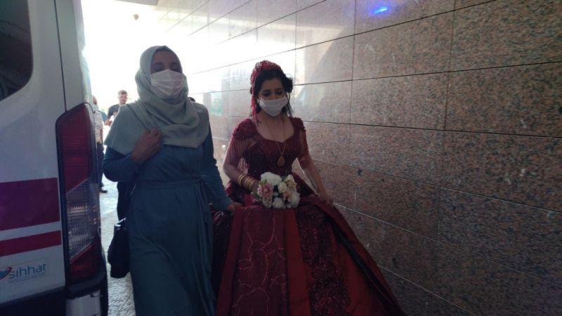 Düğünü bırakıp gelinliğiyle hastaneye koştu