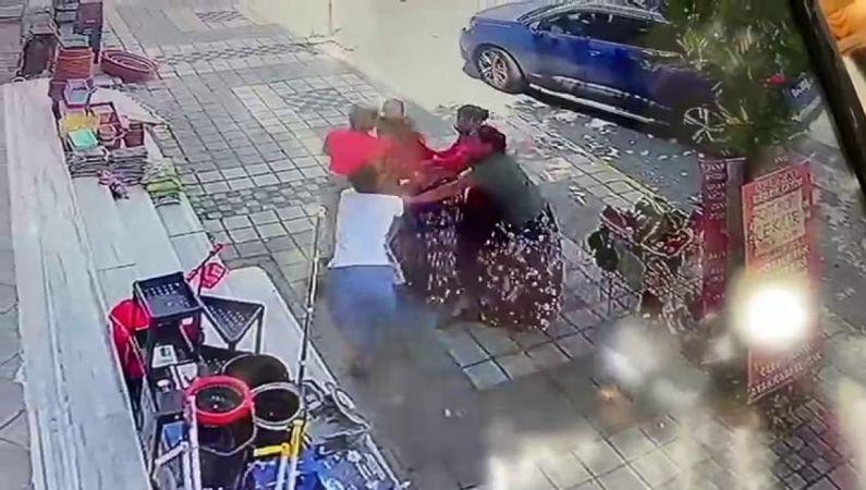 (Özel) Esenyurt'ta yabancı uyruklu kadının parasını çalmaya çalıştırlar, baş edemeyince soyundular