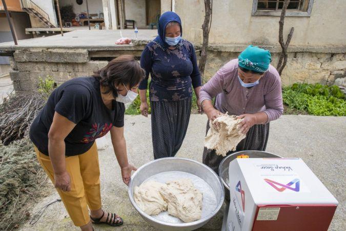 Yufkalarını artık hamur yoğurma makinesinden elde ettikleri hamurla yapıyorlar