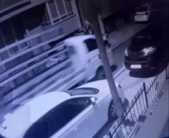 (Özel) Üsküdar'da gece vakti kamyonet hırsızlığı kamerada