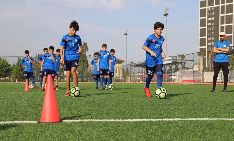 Akdeniz Belediyesi Yaz Futbol Okuluna yoğun ilgi
