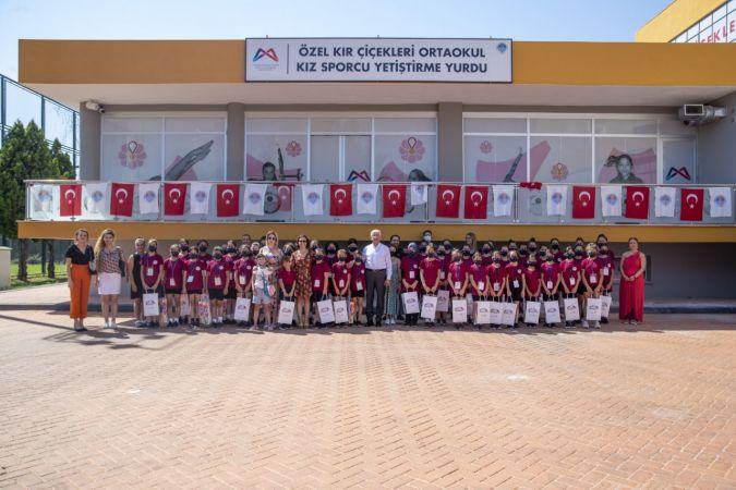 Büyükşehir Belediyesinin sporcu kızları, Basın Yayın ve Halkla İlişkiler ekibiyle tanıştı