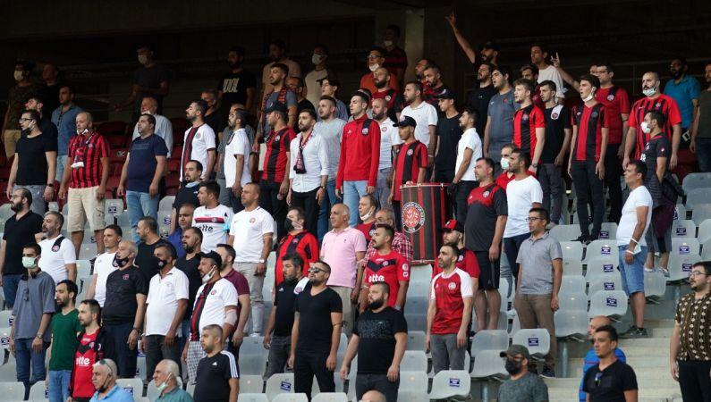 Karagümrük taraftarı 13 bin 609 gün sonra takımını Süper Lig'de izledi!