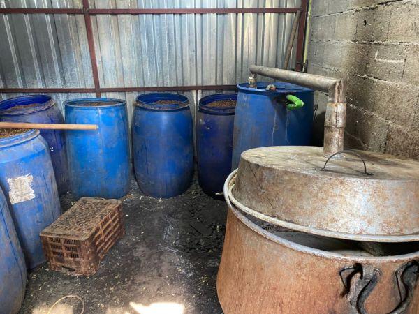 Adana'da 15 bin litre kaçak akaryakıt, 5 bin litre sahte içki ele geçirildi
