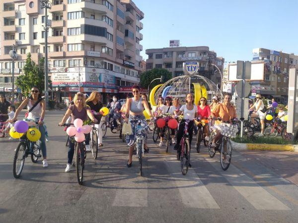 Tarsus'ta Süslü Kadınlar Bisiklet Turu