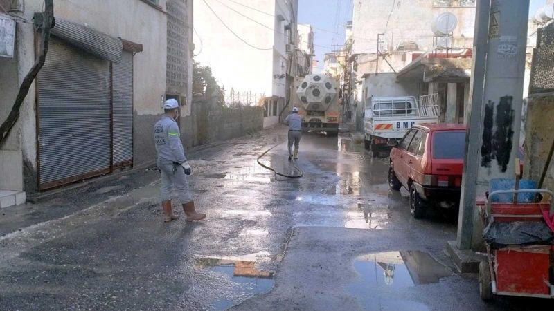 Akdeniz Belediyesi, yağmurda zor anlar yaşayanların yardımına koştu