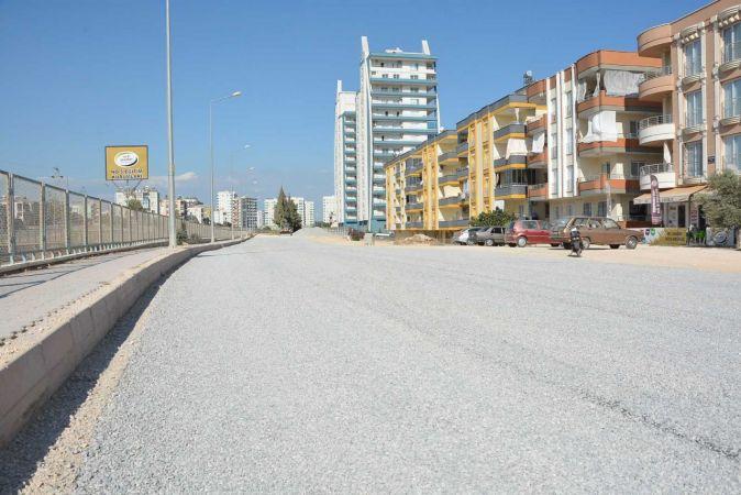 Tarsus'ta eskiyen caddeler yenileniyor