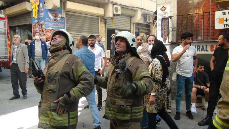 (ÖZEL) İstiklal Caddesi'nde yangın paniği
