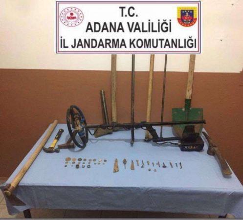Adana'da arama yapılan otomobilde tarihi eser bulundu