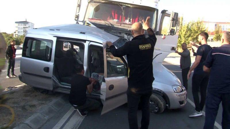 Arnavutköy'de sık sık kazaların meydana geldiği caddede yeni bir kaza oldu: 1 ağır yaralı