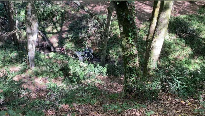 (ÖZEL) ATV ile ormanlık alanda gezerken metrelerce yükseklikten aşağıya yuvarlandılar